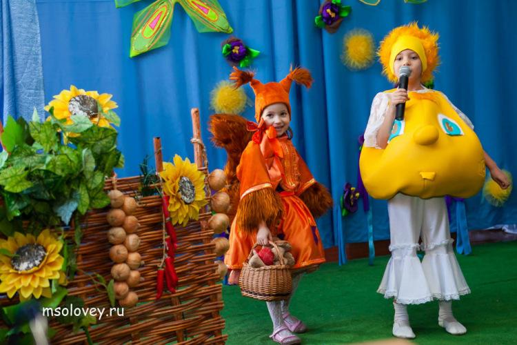 golaya-devushka-pisku-foto