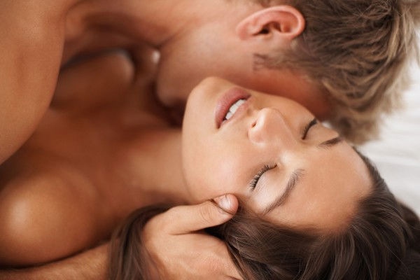 фото поцелуев по телу девушки