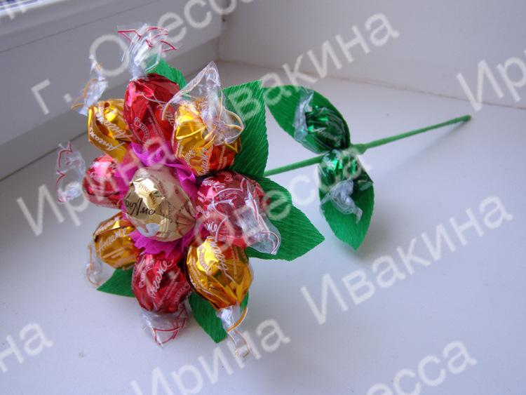 Букет из конфет с детьми своими руками