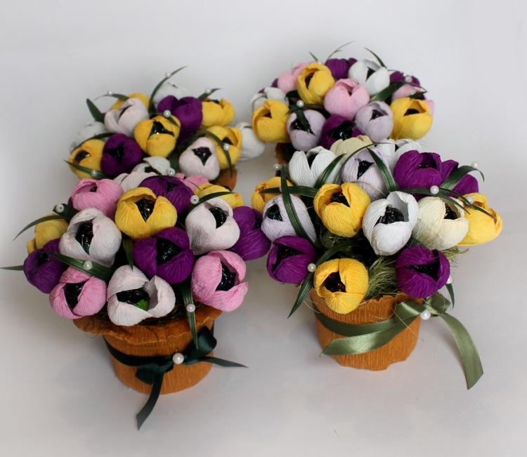 Цветы с маленькими конфетами - 5mouse.ru