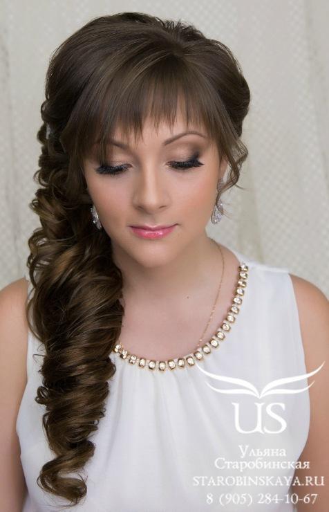 Прически на средние волосы с челкой на бок фото