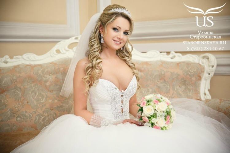 Прическа для невесты с фатой и диадемой